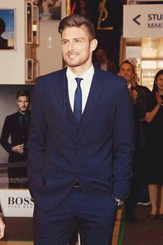 Olivier Giroud in a nice, crisp dark blue suit