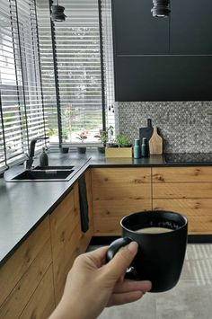 Gourmet kitchen: 60 decorating ideas with photos and designs - Home Fashion Trend Tv In Kitchen, Ikea Kitchen, Kitchen Decor, Kitchen Ideas, Kitchen Countertops, Kitchen Cabinets, Bulthaup Kitchen, Oven And Hob, Stylish Kitchen