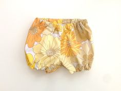 Everything looks better in vintage fabric! Baby shorts by ThisisLullaby Baby Bloomers, Stella Mccartney Kids, Kids Fashion Boy, Boho Baby, New Baby Gifts, Boy Outfits, New Baby Products, Shorts, Retro Baby