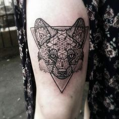 Cool dotwork geometric fox by @paulokink!