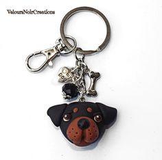 Portachiavi per uomo e donna cane rottweiler in fimo., by Velours Noir Crèations, 16,00 € su misshobby.com