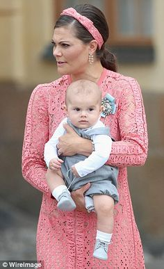 Crown Princess Victoria holds her son Prince Oscar at the christening of Prince Alexander, son of Prince Carl Philip and Princess Sofia. Princess Sofia Of Sweden, Princess Victoria Of Sweden, Princess Estelle, Crown Princess Victoria, Princess Charlotte, Princess Diana, Baby Prince, Young Prince, Royalty