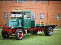 Mack Trucks, Big Rig Trucks, Dump Trucks, Cool Trucks, Antique Trucks, Vintage Trucks, Train Truck, Chain Drive, Tractors