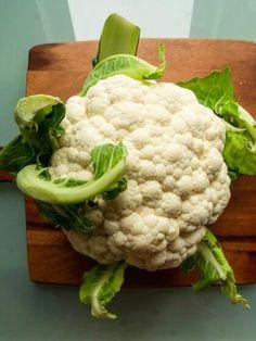 """Im Mai solltet ihr zu diesen 5 Superfoods greifen, denn so bekommt ihr von der Natur genau die Nährstoffe, die euer Körper jetzt braucht! Der Beitrag """"5 Superfoods, die im Mai Saison haben! (Teil 2)"""" erschien zuerst auf """"Das Ernährungshandbuch"""". Weight Loss Cleanse, Easy Weight Loss, Lose Weight, Superfoods, Sauce Crémeuse, Nutrition, Food Trends, Fitness Diet, Cauliflower"""