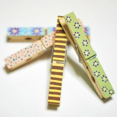 Country painting on clothes pegs Cute Crafts, Crafts To Sell, Crafty Craft, Crafting, Clothes Pegs, Clipboards, Country Paintings, Painted Clothes, Handmade Ideas