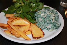 mmmh... Steckrüben-Wedges habe ich noch nie gesehen/gehört, aber dazu den Spinatjogurt und Feldsalat sehen toll aus!