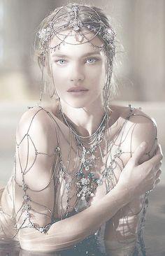 CCHINATREE Guerlain :Parfum La légende de Shalimar avec comme modèle Natalia Vodianova