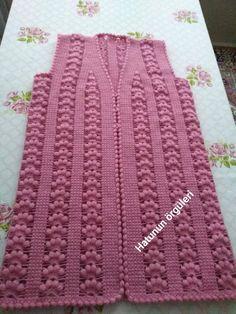Booties Crochet, Crochet Hats, Crochet Clothes, Blanket, Crochet Bedspread, Fashion, Farmhouse Rugs, Yellow Blouse, Sweater Vests