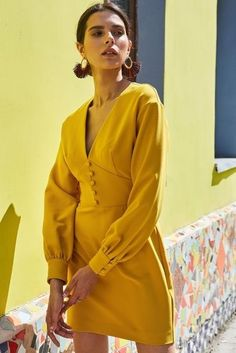 jaune moutarde 🍹 la robe the mustard yellow dress spring Yellow Fashion, Mode Inspiration, Mode Style, Classy Outfits, Cute Dresses, Ready To Wear, Fashion Dresses, Vintage Fashion, Fashion Design