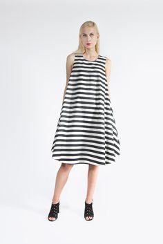 Des Sleeveless Tunic Dress by Sofie D'Hoore | #kickpleat #sofiedhoore #stripe #dress #swing #trapeze