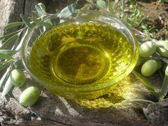 Las propiedades del aceite de oliva virgen hacen de ese producto un elemento ideal para elaborar remedios caseros