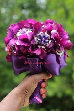 www.mrseventplanner.com Purple Brooch Bouquet, Crown, Bags, Jewelry, Fashion, Handbags, Jewellery Making, Moda, Jewerly