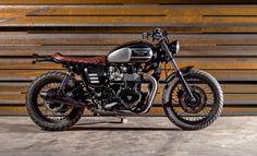 """Triumph Brat Style """"Black Baron"""" by Maccomotors. Una pieza de museo que podrás ver y disfrutar en plena calle ;) www.caferacerpasion.com"""