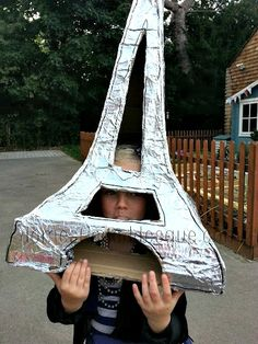 How I came to Make the Eiffel Tower from a cardboard box for a French Day costume at school