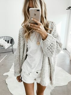 White outfit with chunky grey sweater | Style | Fashion | OOTD
