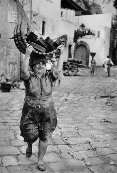 Forio, Ischia, Italy 1952 by Henri Cartier Bresson