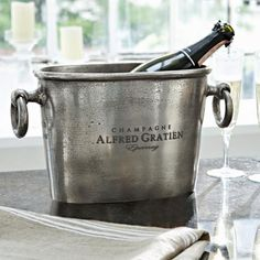 Sektkühler - Der Sektkühler von loberon erfüllt seinen Zweck auf besonders elegante Art und Weise. - ab 79,95€