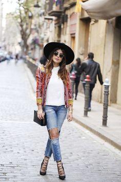 Dulceida: Jacket: Lio De Faldas / Blouse: Topshop / Jeans: Zara / Shoes: Sante Shoes / Hat: Zara