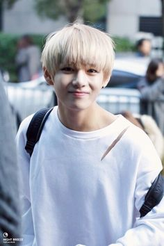 """Don't be trapped in someone else's DREAM"" -V, AM I THE ONLY ONE WHO WISHES BLONDE TAEHYUNG COMES..."