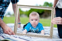 Definitely ready to get Addie's photo's taken again and I'm gonna keep this in mind :-) 6 month baby photos. Cute frame idea thanks to @Pamela Spencer!