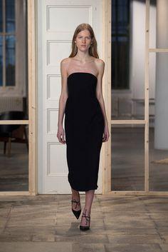 Protagonist // classic strapless little black dress #style #fashion #whattoweartoawedding