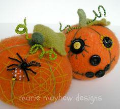 harvest pumpkin pattern - jack o' lantern faces Halloween Ornaments, Felt Ornaments, Halloween Crafts, Holiday Crafts, Halloween Goodies, Halloween Ideas, Fall Sewing, Felt Decorations, Cute Pumpkin