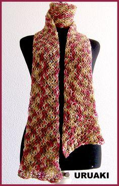 Bufanda tejida en telar rectangular.
