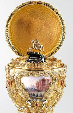 1903 - The 'Peter the Great' Egg offered by Nicholas II to Alexandra Feodorovna Fabrege Eggs, Faberge Jewelry, Alexandra Feodorovna, Peter The Great, Egg Art, Objet D'art, Egg Decorating, Easter Eggs, Glass Art