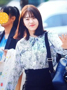 180514 배성재의 텐 출근 프리뷰  #김소혜 #소혜 #sohye South Korean Girls, Korean Girl Groups, Role Models, Bell Sleeve Top, Pastel, Kpop, People, Fashion, Templates