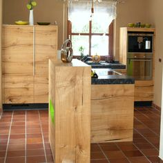 Fresh Holzk che mit Steinarbeitsplatte Kubus mit Dekoelement in gr n