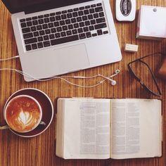 Procurando os melhores cursos do mercado em um só site? Busque uma variedade de cursos consagrados na Catacurso, com diversas categorias, entre elas, empreendedorismo, finanças e liderança. Você encontrará o curso que mais combina com sua necessidade de conhecimento e horário.