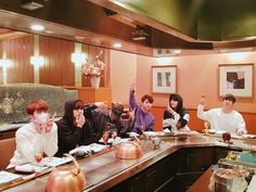 171214 INFINITE gathered for a meal in Japan, day prior to special fanmeeting in Tokyo
