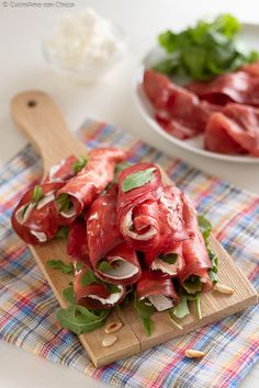 This Category celebrates the finest in quality Italian cuisine and Italian Wines. See our best selection of posts that dive into Italian food and wine! Appetizer Salads, Appetizer Recipes, Appetizers, Italian Christmas Cookie Recipes, Cena Formal, Italian Street Food, Antipasto, Hummus, Snack