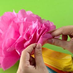 How to make a centerpiece for a birthday Girl Birthday Decorations, Birthday Centerpieces, Rainbow Birthday Party, Birthday Balloons, Diy Flowers, Paper Flowers, Crepe Paper Decorations, Indian Baby Showers, Colorful Centerpieces