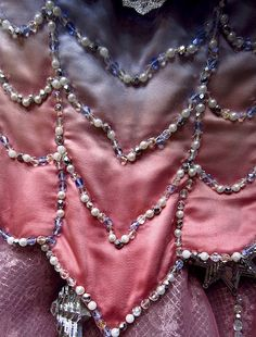 Operafantomet: phantoming, Beading of the Star Princess costumes around the...