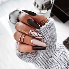 Do you like black nails? How about such a stylization . Classy Nails, Fancy Nails, Stylish Nails, Pink Nails, Gel Nails, Coffin Nails, Cute Acrylic Nail Designs, Black Nail Designs, Black And Nude Nails