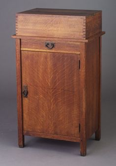 Superieur Fine And Rare GUSTAV STICKLEY Vice Cabinet With Dovetailed Hinged Lid.  Shelves, Single Drawer