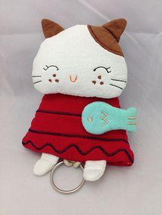 Key Felt Crafts, Diy And Crafts, Sewing Crafts, Sewing Projects, Key Fobs, Key Chain, Key Pouch, Key Covers, Cat Pattern