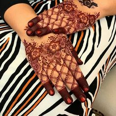 This time we are sharing with you our Best and Latest Flower Mehndi Designs which are purely different from others these Designs are from the Best of the Best Mehndi Artists. Engagement Mehndi Designs, Latest Henna Designs, Latest Bridal Mehndi Designs, Finger Henna Designs, Legs Mehndi Design, Henna Art Designs, Mehndi Designs 2018, Mehndi Designs For Girls, Mehndi Designs For Beginners