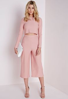 Keep up with the hottest trends here at Missguided. We always make sure to bring you the newest and most stylish pieces. Culottes are massive and ours feature an elasticated waist in a flattering crepe fabric. These dreamy nude pants absolu...