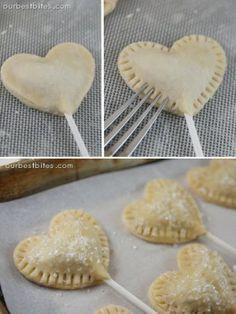 Cakepops maken met Bladerdeeg of gewoon deeg. Zie voor recept en vulling op de site. Wel even doorlinken naar de juiste site hiervoor. Erg leuk!