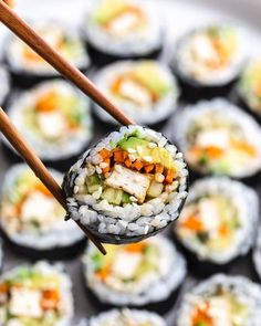 Vegetarian Sushi Recipes, Vegan Dinner Recipes, Vegan Foods, Vegan Dishes, Healthy Recipes, Easy Sushi Recipes, Cooked Sushi Recipes, Healthy Sushi, Easy Vegan Lunch