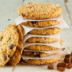 Crispy Oatmeal-Raisin Cookies- Cookies are one of the best desserts out there, but they can spike your blood sugar levels. Here are scrumptious, diabetic-friendly cookie recipes that will keep your blood glucose at healthy numbers. Subway Oatmeal Raisin Cookies, Cookies Subway, Oat And Raisin Cookies, Oatmeal Chocolate Chip Cookies, Apple Cookies, Walnut Cookies, Cranberry Cookies, Breakfast Cookie Recipe, Cookie Recipes