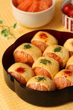 いよいよ4月です。新年度スタートです。 そんな今日は、子どもザウルス達に、明るいカラーのオムすび弁当を。 【お品書き】 ★野... Real Food Recipes, Cooking Recipes, Yummy Food, Japanese Food Sushi, Japanese Lunch, Bento Recipes, Bento Ideas, Lunch Ideas, Food Menu Design