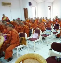 Buddhist monks in Cambodia - walterblog