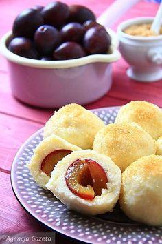 Knedle ziemniaczane ze śliwkami Easy Cooking, Cooking Recipes, Potato Flour, Good Food, Yummy Food, Polish Recipes, Polish Food, Banana Cream, I Foods