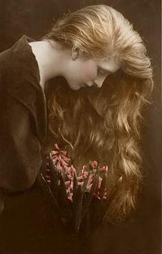 Gladys Cooper, actress  (vía Pin de Jen Waugh en Vintage Photos | Pinterest)