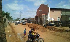 Inicio da obra... asfalto na rua do mirú em Luanda - Angola.