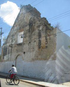 Perfil de fachada de iglesia en Chunhuhub, Quintana Roo, México