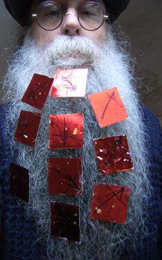 BEARD GALLERY - Opere di Oronzo Liuzzi installate sulla mia barba (Galleria Pensile)